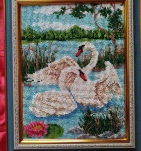Вышивка бисером. Лебеди на пруду.