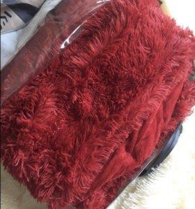 Пушистые пледы, одеяла, подушки