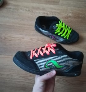 Скейтерские кроссовки.