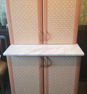 Кухонный навесной шкаф и столешница