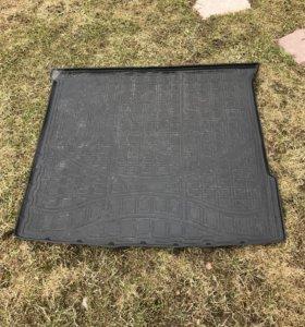 Резиновый коврик в багажник мл 350 166 кузов