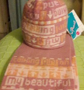 Комплект:шапка и шарф.
