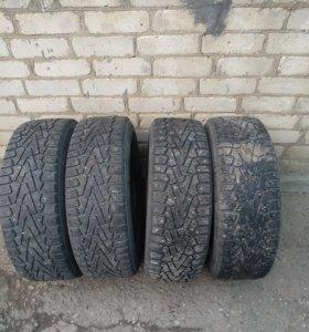Pirelli Ice Zero 215/65 R16