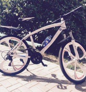 Велосипед BMW на литых дисках