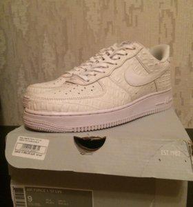 Nike Air Force 1 lv8 white