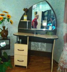 Туалетный столик, трюмо с зеркалом, трельяж