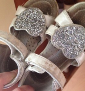 Продам сандалии