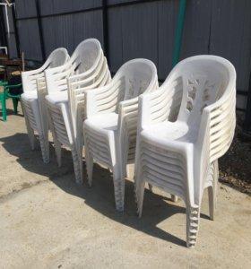Столы и стулья пластиковые ( летнее кафе)
