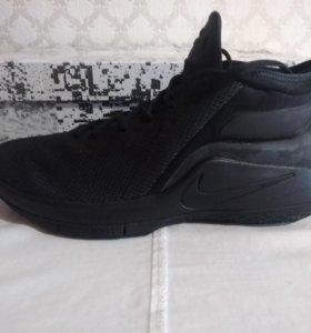Nike LeBron Witness II. 12,5 us