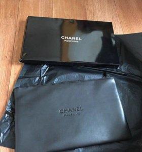 Косметичка от Chanel.