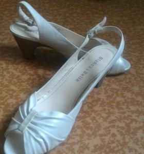 Белые босоножки 40 размер