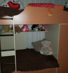 Продам двухъярусную кровать вместе с матрасами