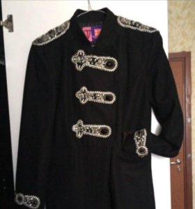 Пальто со стразами