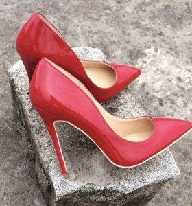 Туфли ,лаковая кожа ,одеты 1 раз ,36 размер