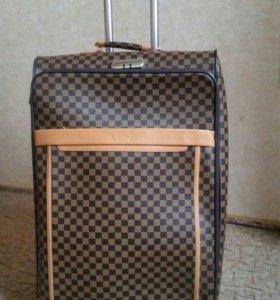 Большой чемодан лювитон