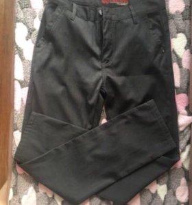 Мужские брюки за все три пары 1000