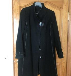 Пальто демисезонное. Размер 48-50.