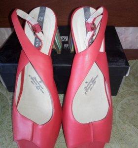 Туфли красные.