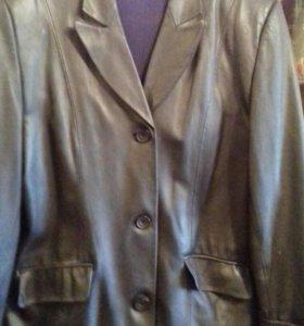 продаю кожаную куртку в хорошем состоянии.