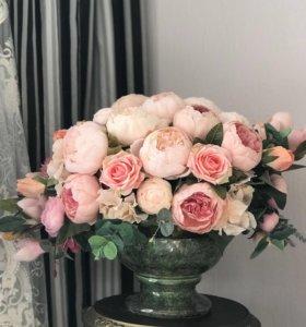 Композиция из пионов, магнолий и роз