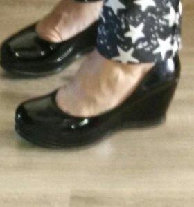 Лаковые туфли р.39