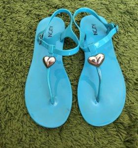 Яркие Пляжные сандали