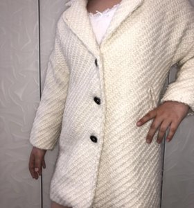 Пальто на девочку 6-7 лет рост 128, б/у