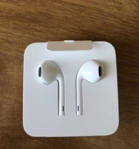 Новые наушники EarPods (c Lightning) для iPhone