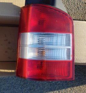 Задний левый фонарь VW T5