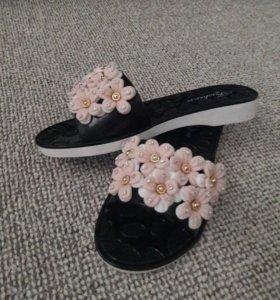 Женская обувь сланцы