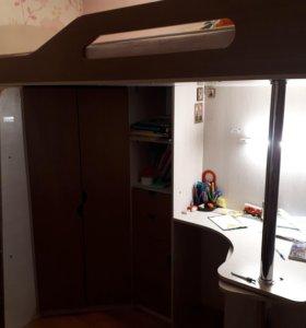 Кровать с рабочим столом и шкафом