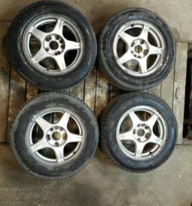 Продам комплект летних шин 195/65R15 на литье