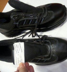 Кроссовки с подноском 40 размер