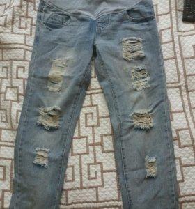 Рваные джинсы для беременных