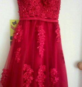 Очень красивое платье для выпускного.