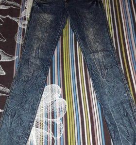 Продам джинсы по 200