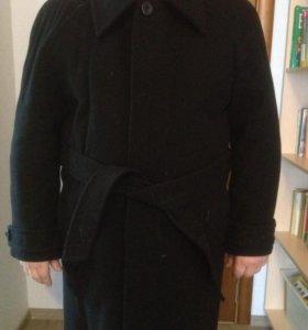 Пальто - драповое.