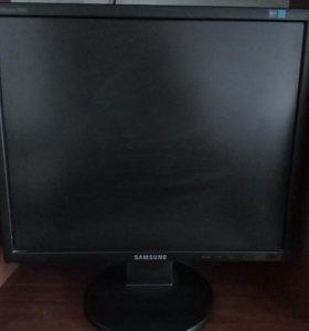 Монитор Samsung SuncMaster 943N