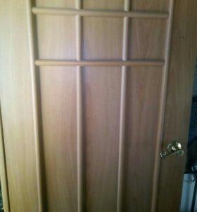 Двери межкомнатные 5 штук. 2 глухих и 3 со стеклом