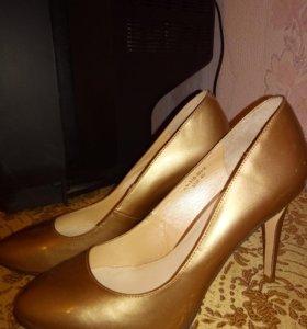 Туфли бежевого цвета новые