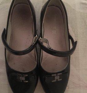 Туфли на девочку 36 размер, почти новые.