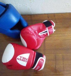 Перчатки 10z красные,шлем синий,.