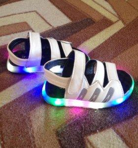 Модные сандали