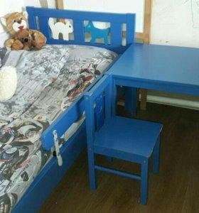 Кровать, стол и стульчик