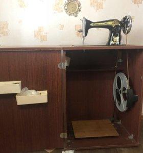 Швейная машинка с ножным управлением