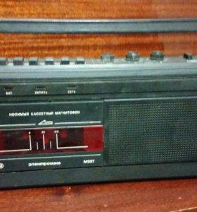 Касетный магнитафон