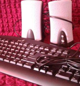 Компьютерные колонки и клавиатура