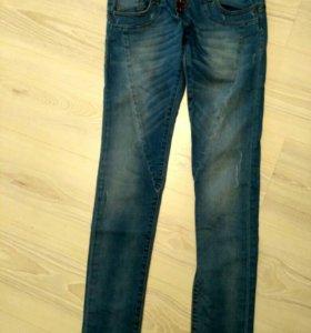 Новые джинсы, Италия