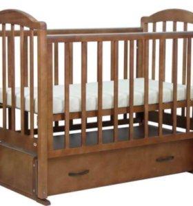 Детская кроватка- маятник из массива