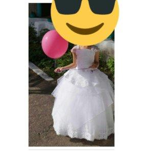 Продам очень красивое детское платье